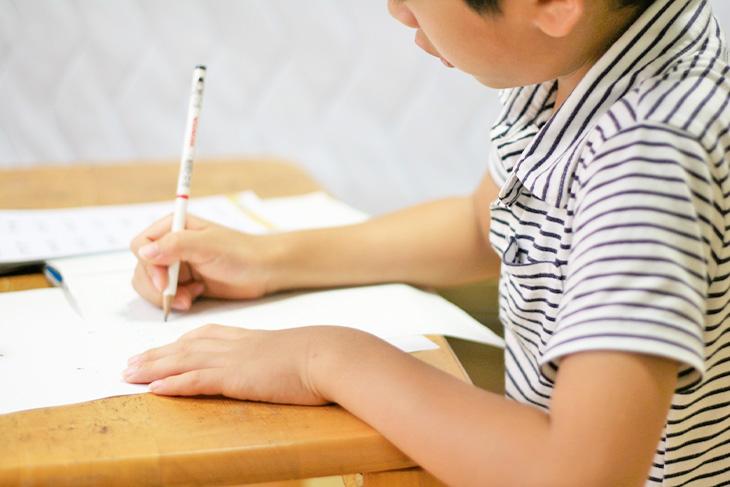 学童では宿題は見てもらえる?見てもらえない理由・宿題が行える学童も